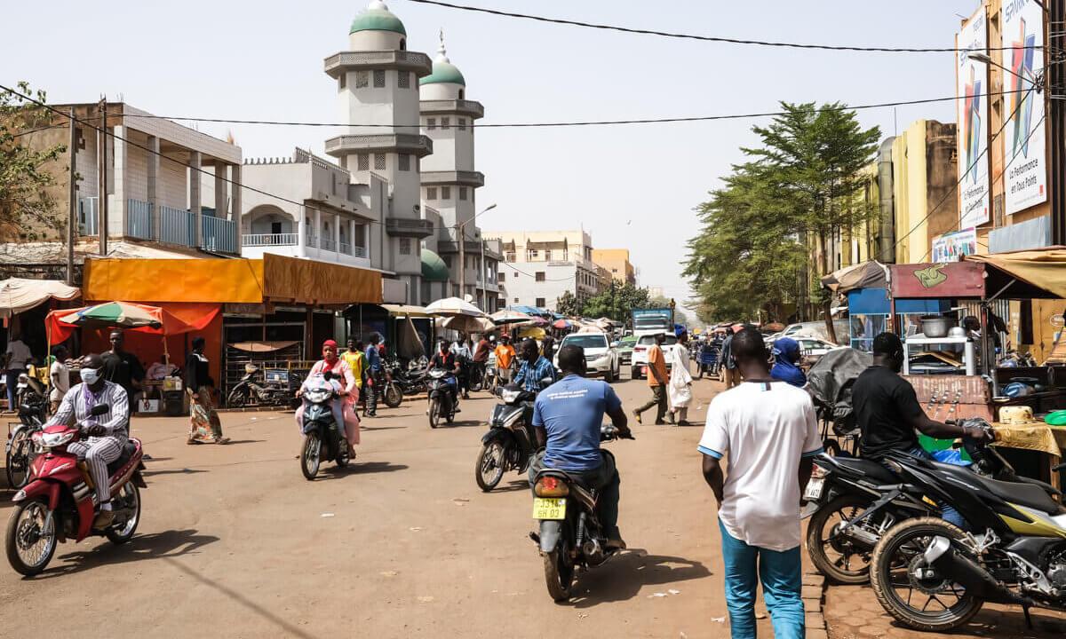 Burkina Faso: Jean-Luc Mélenchon à la rencontre des étudiants de l'université de Ouagadougou