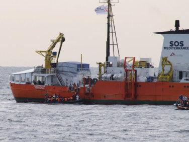 Tribune – sauvetage des migrants en mer: 500 personnes sont #OnboardAquarius