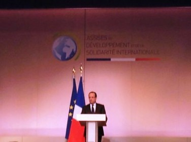 Clôture des Assises du développement: des avancées politiques mais François Hollande oublie la dimension sociale du développement