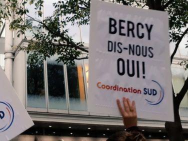 Solidarité internationale: qui décide, l'Elysée ou Bercy?