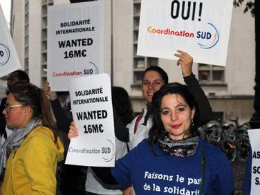 Budget de la solidarité internationale:  asphyxiées, les ONG disent stop aux coupes!