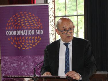 Politique française de développement: les annonces de Jean-Yves Le Drian aux ONG