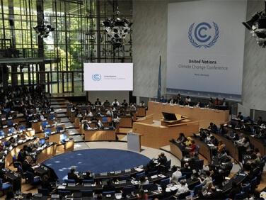 A moins de 50 jours de la Conférence Climat, solidarité internationale et respect des droits humains doivent être remis au-devant de la scène