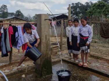 Au Laos, un accès régulier à une source d'eau sûre